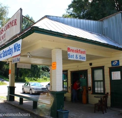 Front view Turner's Corner Cafe
