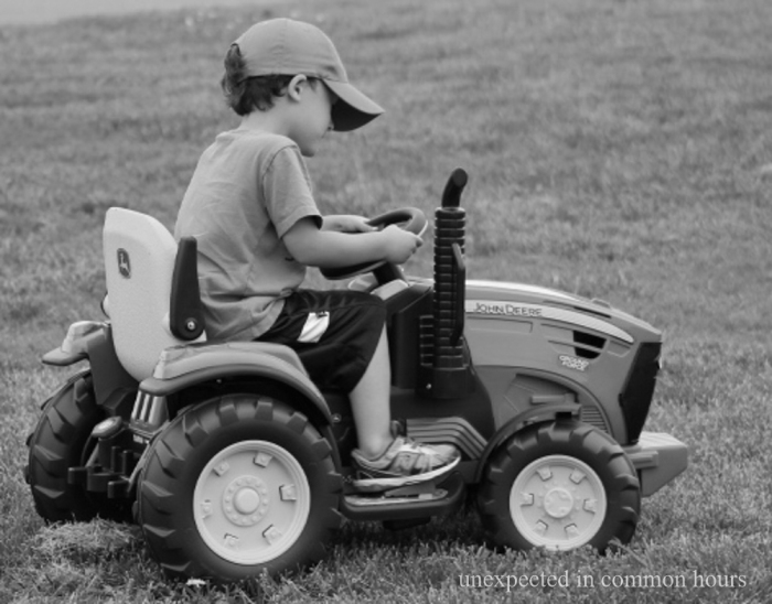 Toy tractor