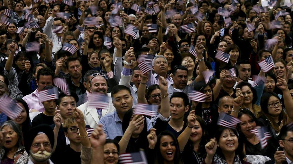 la-me-naturalization-ceremony-photos-006