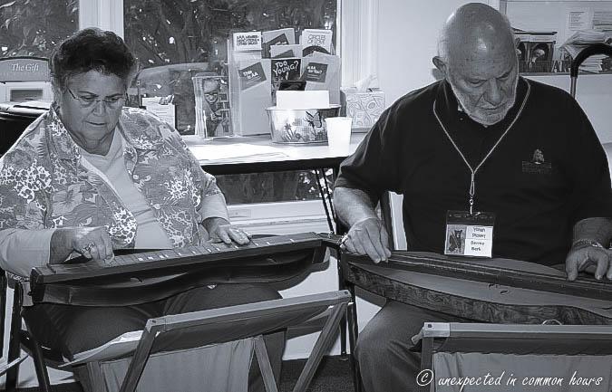 playing the appalachian dulcimer